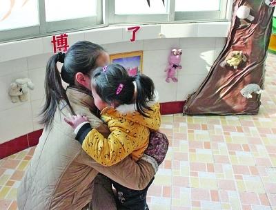 江都一幼儿园老师每天给拥抱月收费80元?教育局称乱收费